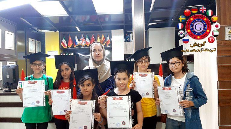 تقدیم گواهینامه A2 با تدریس استاد کریمی در آموزشگاه گویش قزوین